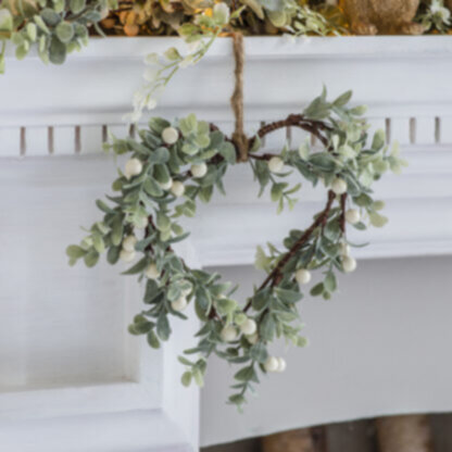 Noel Hanging Heart Leaves & Berries (2pk)